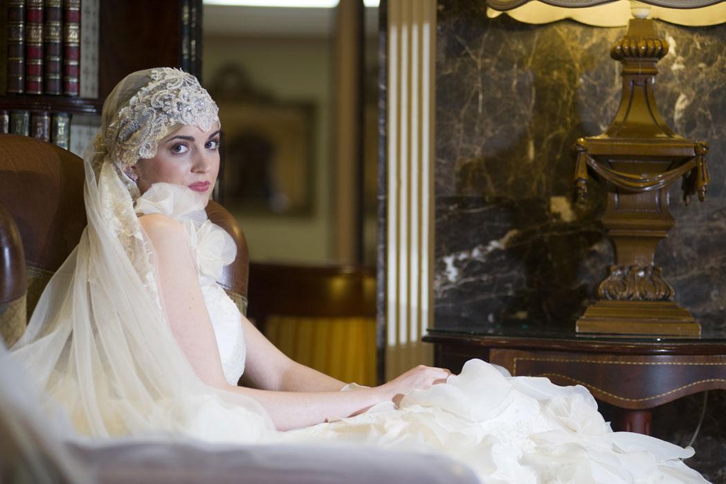 vestido de hojas y rosas blancas - rosa pedregosa - vestidos de